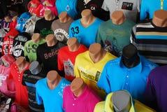 Mercado dos t-shirt Imagem de Stock