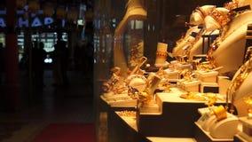 Mercado dourado na noite, UAE de Dubai Souk filme