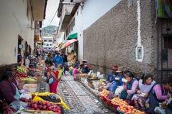 Mercado en Cusco, Perú Fotos de archivo libres de regalías