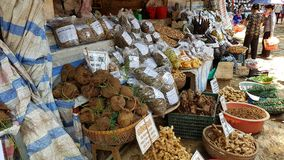 Mercado en la cueva de la pagoda del perfume Foto de archivo