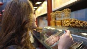 Mercado en Pekín Comida de la calle del chino tradicional almacen de metraje de vídeo