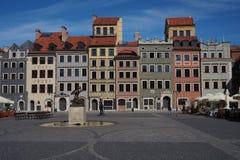 Mercado ensolarado adiantado de Varsóvia, cidade velha Fotografia de Stock
