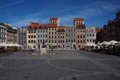 Mercado ensolarado adiantado de Varsóvia, cidade velha Fotografia de Stock Royalty Free
