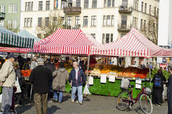 Mercado exterior dos fazendeiros, alimento de compra dos povos Fotografia de Stock