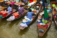 Mercado flotante Imágenes de archivo libres de regalías
