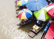 Mercado flotante. Fotos de archivo