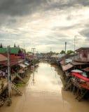 Mercado flotante cerca de Bangkok en Tailandia Fotografía de archivo libre de regalías