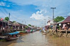 Mercado flotante cerca de Bangkok en Tailandia Foto de archivo libre de regalías