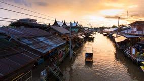 Mercado flotante de Ampawa Imágenes de archivo libres de regalías