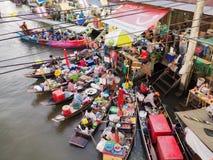 Mercado flotante de Amphawa foto de archivo libre de regalías