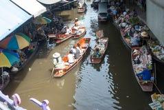 Mercado flotante de Damnoen Saduak en Tailandia Foto de archivo
