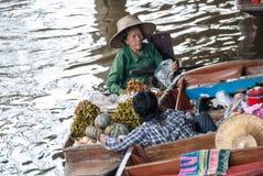 Mercado flotante de Damnoen Saduak en Tailandia Foto de archivo libre de regalías