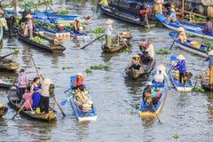 Mercado flotante de Nga Nam en Año Nuevo lunar Fotos de archivo