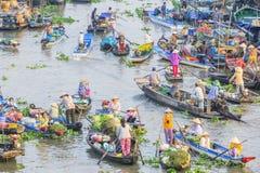 Mercado flotante de Nga Nam en Año Nuevo lunar Foto de archivo