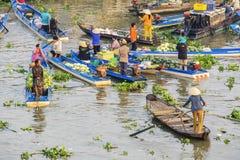 Mercado flotante de Nga Nam por la mañana Foto de archivo libre de regalías