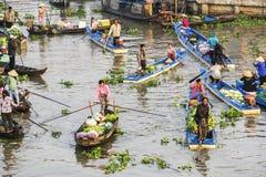 Mercado flotante de Nga Nam por la mañana Imágenes de archivo libres de regalías