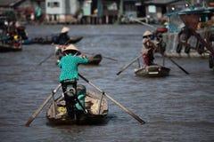 Mercado flotante de Vietnam foto de archivo