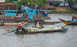 Mercado flotante en Can Tho, Vietnam Fotografía de archivo