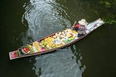 Mercado flotante en Samut Sakhon, Tailandia Fotos de archivo