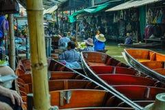 Mercado flotante en Tailandia Imagenes de archivo