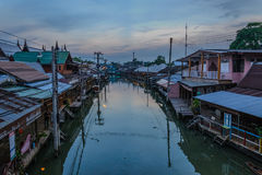 Mercado flotante en tiempo de mañana Foto de archivo