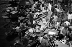 Mercado flotante tailandés foto de archivo