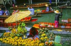 Mercado flotante, Tailandia Imagenes de archivo