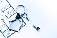 Mercado imobiliário chave a comprar ou casa de aluguel imagem de stock