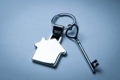 Mercado imobiliário chave a comprar ou casa de aluguel Fotografia de Stock Royalty Free