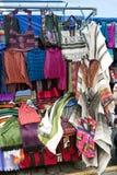 Mercado indígena colorido de Otavalo Imagen de archivo libre de regalías