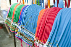 Mercado indígena colorido de Otavalo Imagenes de archivo