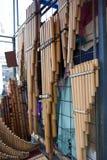 Mercado indígena colorido de Otavalo Fotos de archivo