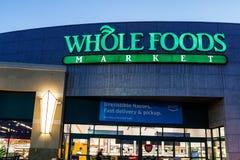 Mercado inteiro dos alimentos Apesar do impulso das Amazonas para reduções de preços em Whole Foods, a corrente permanece o quita fotografia de stock