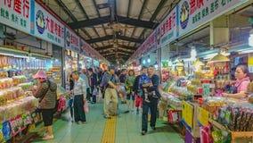 Mercado local cerca del Geo-parque de Yehliu con el turista en tiempo de vacaciones fotos de archivo