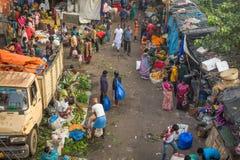 Mercado local de la verdura y de la flor en Kolkata, la India Imagenes de archivo