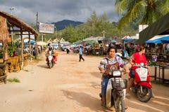 Mercado local en Khao Lak, Tailandia Fotografía de archivo libre de regalías