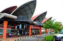 Mercado mojado del nuevo fin de semana de Satok para la comida Kuching Sarawak Malasia de las legumbres de fruta fresca fotografía de archivo