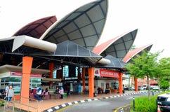 Mercado mojado del nuevo fin de semana de Satok para la comida Kuching Sarawak Malasia de las legumbres de fruta fresca fotos de archivo libres de regalías