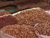 Mercado - nueces del detalle Foto de archivo libre de regalías