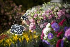 Mercado parisiense de la flor Imagenes de archivo