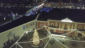 Mercado principal do Natal da praça da cidade em Klaipeda, Lituânia filme