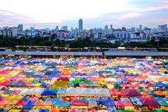 Mercado Ratchada da noite do trem Fotos de Stock