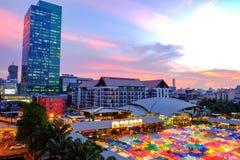 Mercado Ratchada de la noche del tren Imagenes de archivo