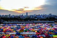 Mercado Ratchada de la noche del tren Fotos de archivo libres de regalías