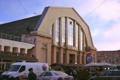 Mercado, Riga, diciembre de 2017, turismo gastronómico, hangar del dirigible fotos de archivo