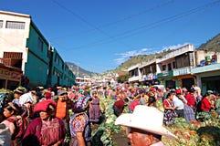 Mercado semanal en Chichicastenango Imágenes de archivo libres de regalías