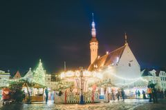 Mercado tradicional de la Navidad en la ciudad vieja de Tallinn Fotos de archivo