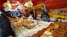 Mercado tradicional de la Navidad en la plaza Walther Fotografía de archivo