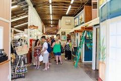 Mercado tropical de la nuez de macadamia de las granjas en la costa de barlovento de Oahu imagen de archivo