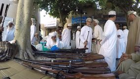Mercado velho da arma em Nizwa video estoque